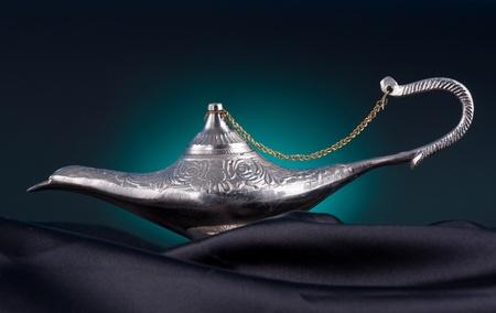 an oil lamp: Vieja lámpara de aceite desde el Medio Oriente Foto de archivo