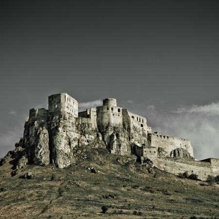 castillo medieval: Spissky Castle, Slovakia con blie cielo Editorial