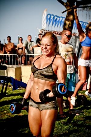 SIOFOK - 04 de agosto: Zsuzsanna Toldi participar Scitec Muscle Beach semin