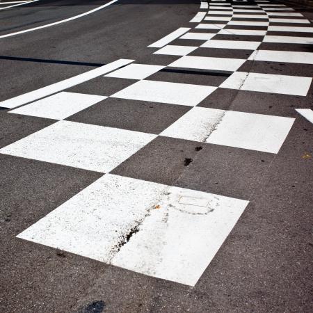 Carro de corrida de asfalto e meio-fio em M�naco Montecarlo Grand Prix circuito de rua