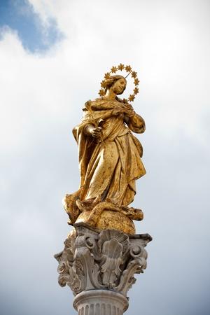 bronz: Holy Virgin Marry in the Maribor Slovenia city square Stock Photo