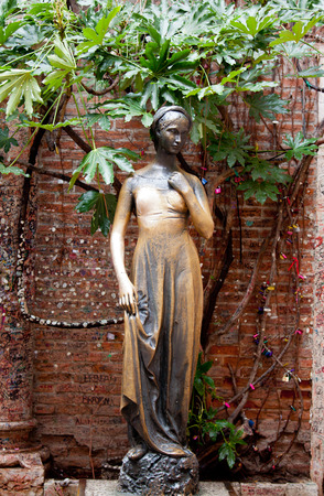 Juliet statue in Verona, Italy photo