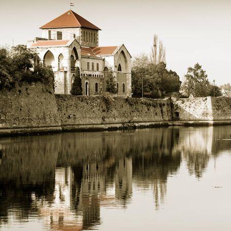 Hrad Tata s jezerem Redakční