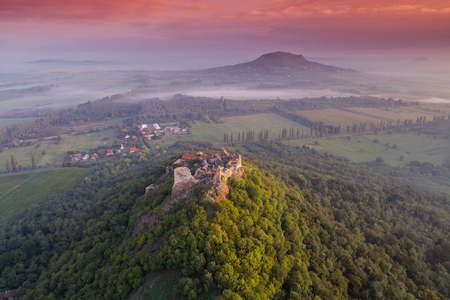 Schöne Festung von Szigliget, Ungarn Standard-Bild - 89130658