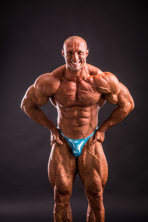bodybuilder posing in studio Banco de Imagens - 93771856