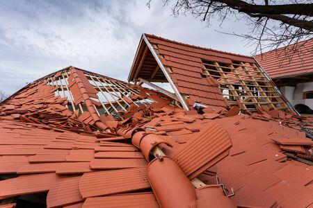 Broken roof after a storm Archivio Fotografico