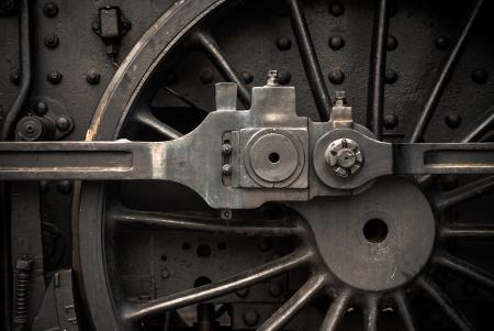 locomotora: Antiguo motor ruedas y piezas de cerca en tren de vapor