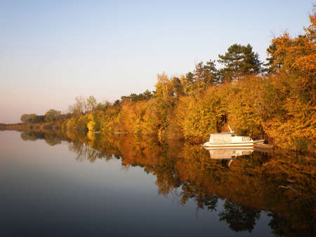 Boat and River in Autumn with Colorful Trees Imagens