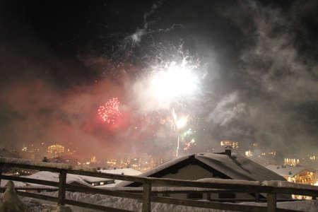 New Year's Eve Firework in Lech am Arlberg, Austrian Alps Mountains 免版税图像