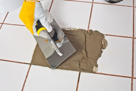 applicator: Repairing old tiles with tile adhesive