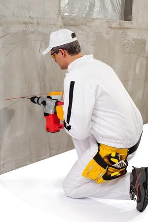 taladro: Trabajador que hace un agujero con un perforador