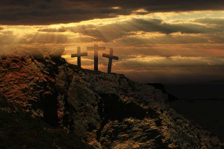 Easter sunrise and Three crosses on a hill. Banque d'images