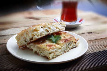 Su boregi is a type of pie. Between the layers of dough boiled pastry mince or according to the type of white cheese drizzle top whether spending is the egg in a way which is made.