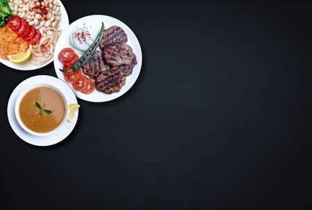 Piyaz is een soort Turkse salade of meze. Kofte is een van de belangrijke gerechten uit de Turkse keuken.