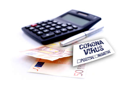 financial plan with Coronavirus warning note. Banque d'images