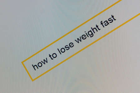 Photo of computer monitor where a person is looking for how to lose weight quickly. Banco de Imagens - 87552238
