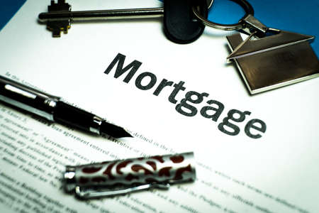 The contract for a mortgage loan. The keys of the property. The contract for a mortgage loan. The keys of the property. Banco de Imagens - 125355707