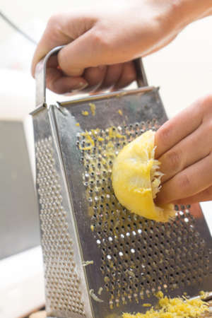 Removing the zest from the lemon. an ingredient for delicious dishes. Removing the zest from the lemon. an ingredient for delicious dishes. Banco de Imagens