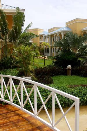 riviera maya: puente de un hotel con detalles como la hacienda en Canc�n, Riviera Maya, Quinatan Roo, Mexico, Am�rica Latina  Foto de archivo