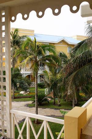 riviera maya: visi�n parcial de los edificios de un hotel con detalles como la hacienda en Canc�n, Riviera Maya, Quinatan Roo, Mexico, Am�rica Latina