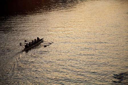 competitividad: Kayak en el río Sena, París, Ile de France, Francia, Europa