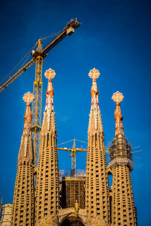 sagrada familia: This year begins the final stretch of the construction of the Sagrada Familia by Gaudi. It is expected to finish it in 2026. It is ten years, only Editorial
