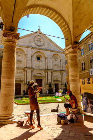 Pienza, Italy - May 9, 2014: musician playing at Piazza Pio II square  in Pienza Tuscany Italy Europe Banco de Imagens - 77203694