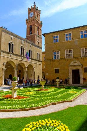 May 10, 2014 - Pienza, Italy: Piazza Pio II in Pienza Tuscany Italy Imagens - 78040773