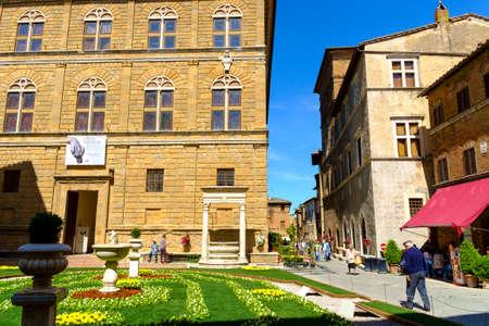 May 10, 2014 - Pienza, Italy: Piazza Pio II in Pienza Tuscany Italy Banco de Imagens - 81588600