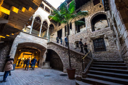 Barcellona, ??Spagna - 20 febbraio 2017: Entrata al museo di Museu Picasso nel quartiere Born Barcellona Spagna Archivio Fotografico - 81907406