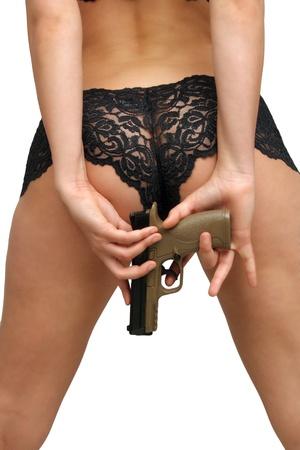 Un primer plano de una pistola moderna, en manos de una mujer detr�s de ella photo