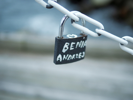 Key love locks hang from a chain, representing secure friendship and forever love. Standard-Bild