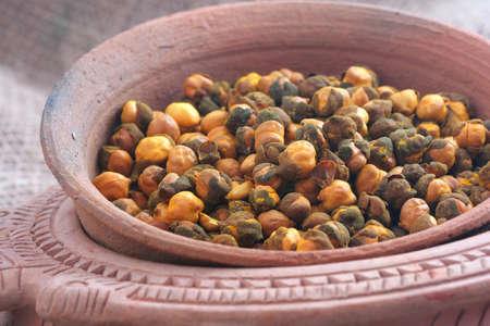 black gram: Rosted Gram or Chickpeas in bowl