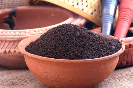 loose leaf: Dry Tea In Clay Pots