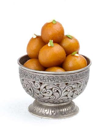 インドの伝統的な甘い食べ物グラブジャムン