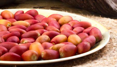 Dattes rouges de fruits sucrés sains. Banque d'images