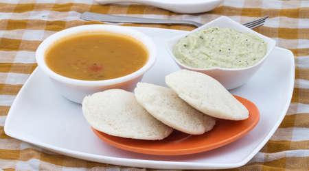 Nourriture indienne indienne traditionnelle du sud Idali Vada Banque d'images - 87790720