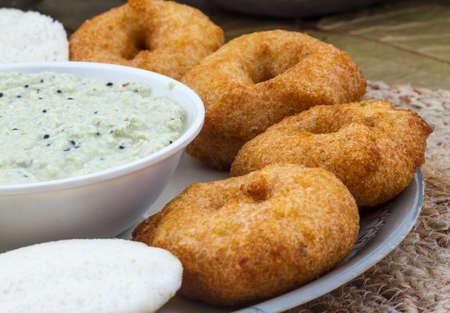 인도 전통 인도의 남쪽 음식 Idali Vada 스톡 콘텐츠