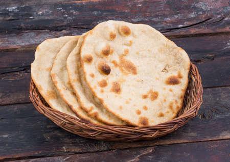 Chapati 또는 Tanturi Roti 인도 통 밀 플랫 스톡 콘텐츠