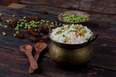 fresh and healthy Veg biryani or kashmiri pulav served in bowl 版權商用圖片 - 87929633
