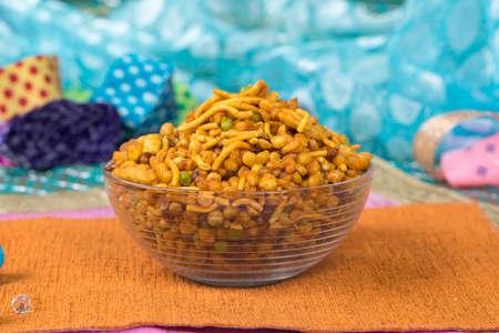 Indisches salziges und scharfes Essen Mix Namkeen