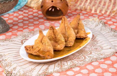 portrait of delicious indian street food samosa Banco de Imagens - 128602130
