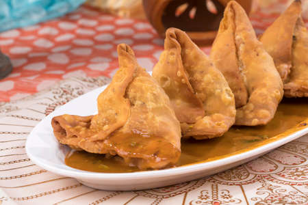 portrait of delicious indian street food samosa Banco de Imagens - 128602136