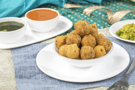 Indian Street Food Dal Vada Banco de Imagens - 128602147