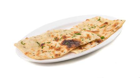 Pan naan indio aislado en blanco Foto de archivo