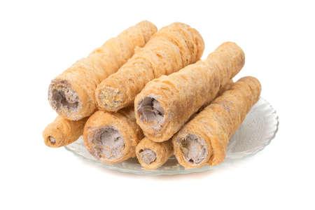 Sweet Bakery Food Blätterteigrolle mit Sahne, auch bekannt als hausgemachte Sahnerolle, Blätterteig, Schweizer und Geleerolle ist eine Art Biskuitrolle gefüllt mit Schlagsahne, Marmelade