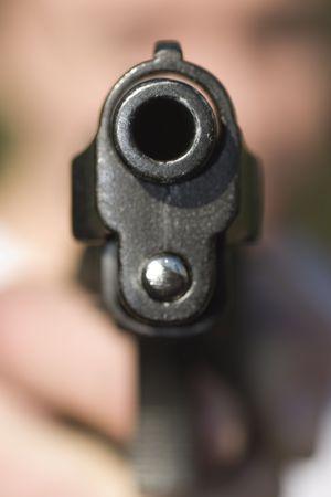 Pistol in a hand Standard-Bild