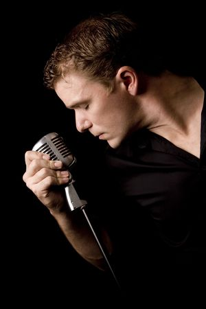 Porträt der jungen Musiker mit seinem Mikrofon Standard-Bild - 3558209