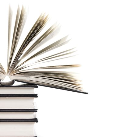 portadas de libros: mont�n de libros con un libro abierto sobre fondo blanco Foto de archivo