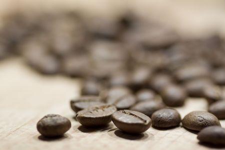 caffe beans on wooden background Standard-Bild